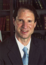 ron_wyden_official_portrait3